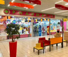 https://centrecommercialcarrefour.fr/wp-content/uploads/sites/64/2015/09/pharmacie2-242x203.png